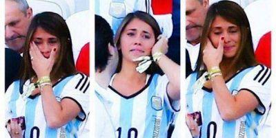 Las lágrimas de la mujer de Lionel Messi, en la victoria de Argentina sobre Bélgica