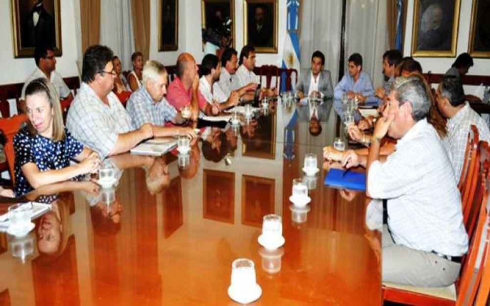 Ministros se reúnen hoy con gremios docentes y estatales