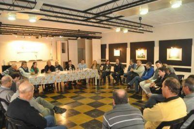 Ahora los concejales se reúnen con productores en General Rojo tras el encuentro de Conesa