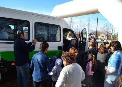 Larrañaga entregó un nuevo vehículo al Centro de Inclusión Las Artes