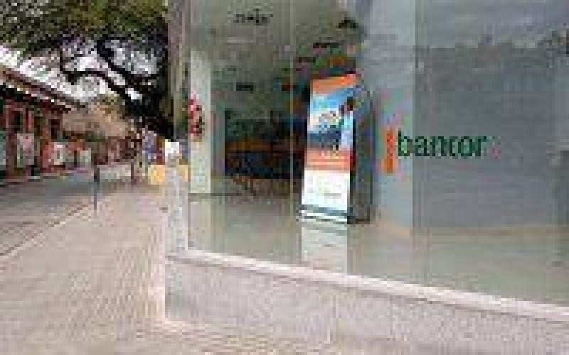 Investigan a un banco provincial por la corrida bancaria de febrero