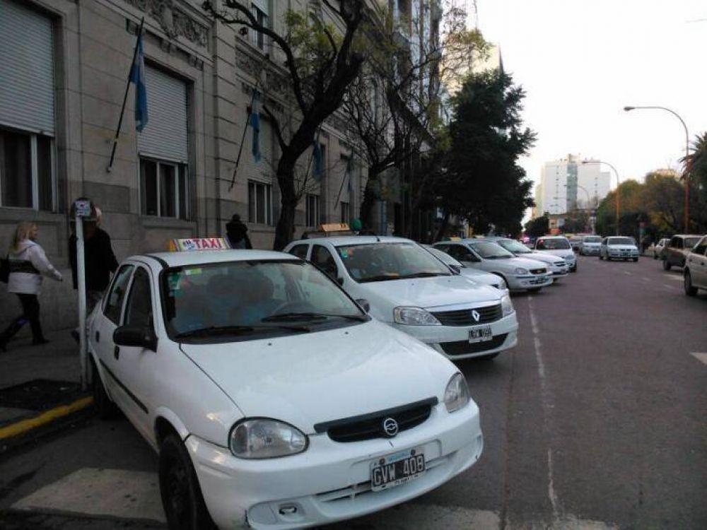 Otra polémica: Se agrava el conflicto con los taxistas