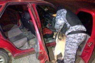 OPERATIVOS EN CALETA HUBO DETENIDOS Y POLIC�AS AGREDIDOS