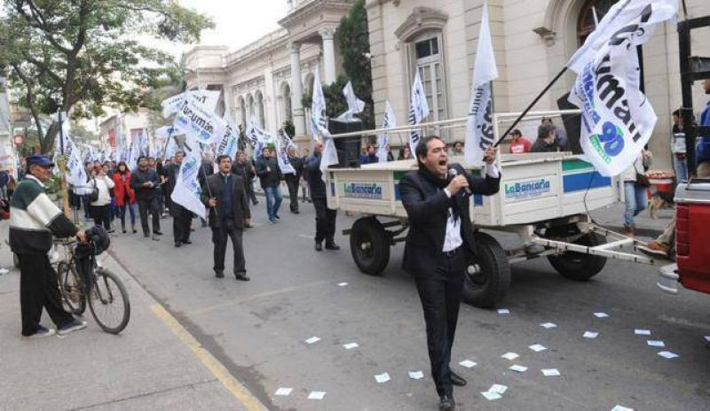 La Bancaria protestó en las calles del centro y no hubo atención al público