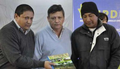 El IPDUV entregó factureros a ladrilleros de Pampa del Indio