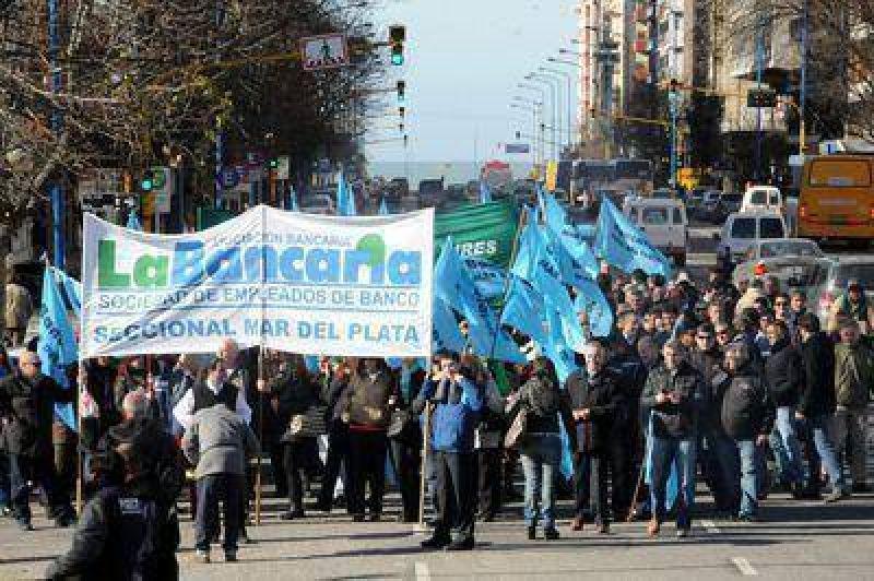 Más de 500 trabajadores bancarios se manifestaron por las calles marplatenses