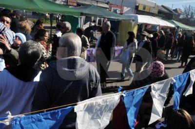 La ciudad celebró el 9 de Julio, entre productos al costo y asado