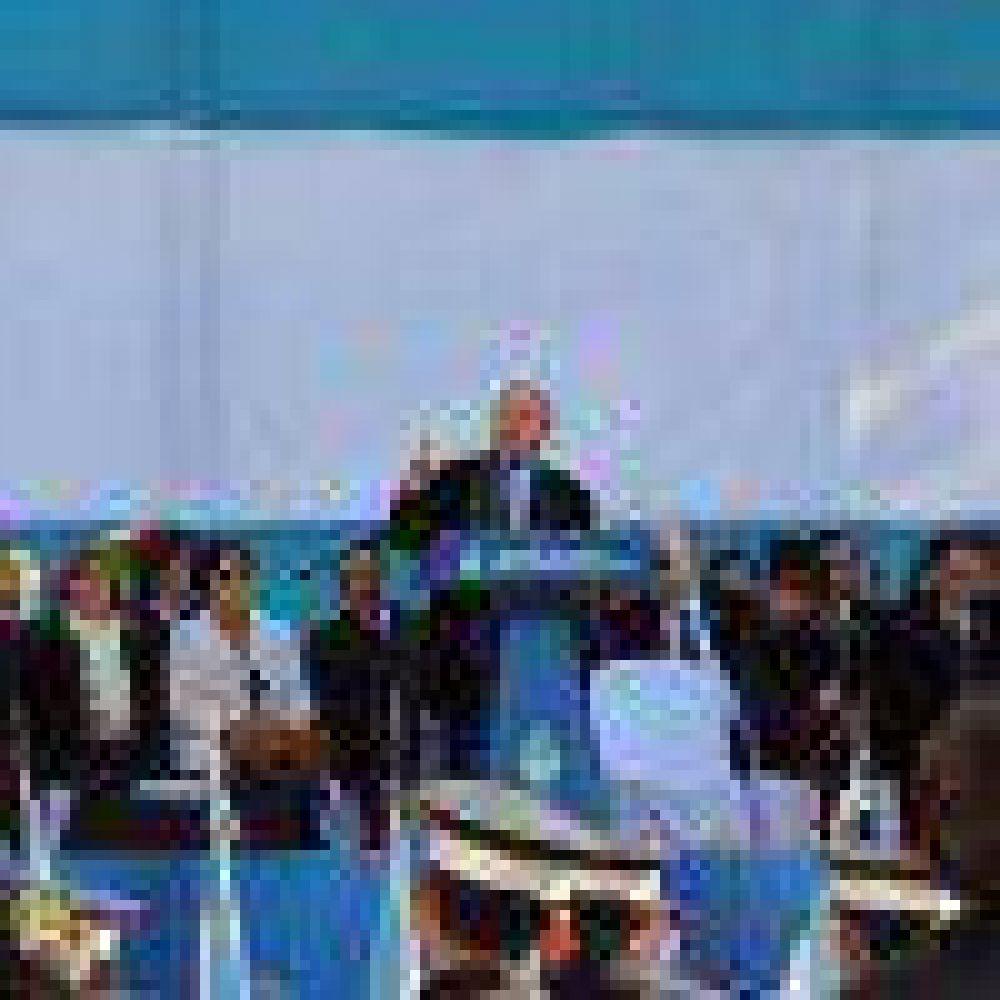 """El gobernador convocó a trabajar """"por la paz y el diálogo"""""""