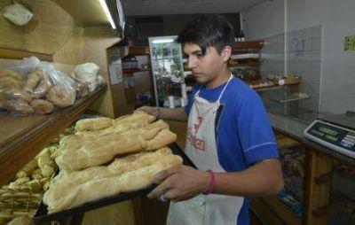 En los barrios, el pan a la mitad