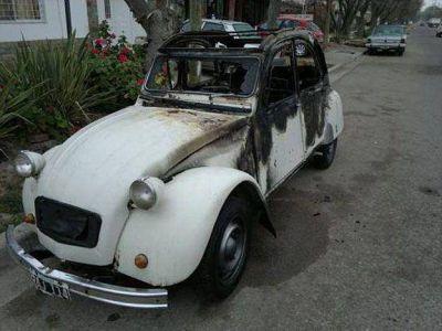 Volvieron los quemacoches en San Rafael: destrozaron un Citroën