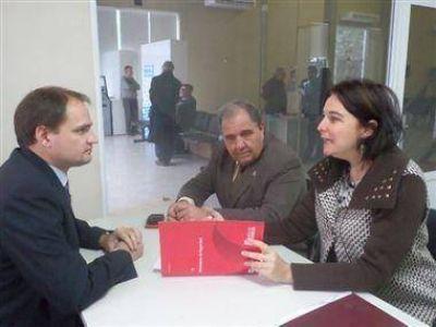 Enrico en una reuni�n con funcionarios de seguridad