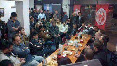El massismo quiere ganar la Ciudad y armó mesas comunales