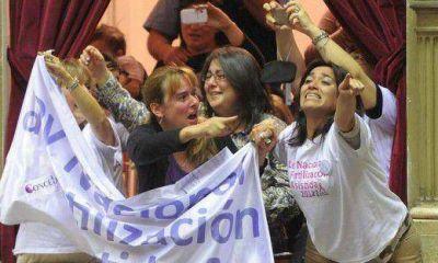 Por mes, 10 parejas denuncian a obras sociales por no cubrir fertilización gratuita