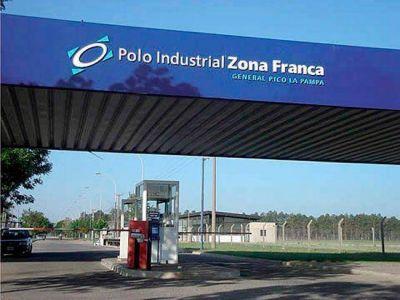 Una fábrica de aviones analiza instalarse en la Zona Franca de Pico, informó el ministro Ferrán