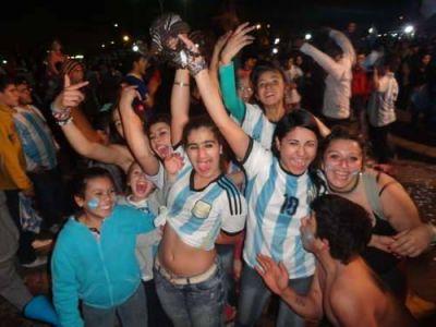 Todo por la selección: En Balcarce, se festejó igual la actuación de Argentina