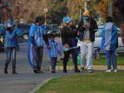 A pesar de la derrota, el pueblo salió a las calles para agradecer la entrega del equipo