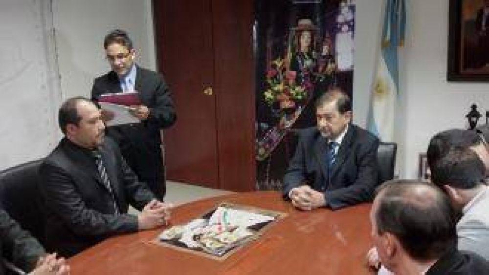 El Intendente recibió a su par de Bolivia por la visita de la Virgen de Urkupiña