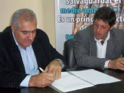 Vivienda firm� convenio para forestar la �Ribera del Valle�