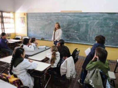Analizan el tope en la carga horaria en docentes