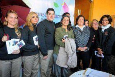 La jefa de Estado sumó su apoyo a la iniciativa de la senadora Inés Blas. Recorrió luego stands institucionales en el Predio Ferial.