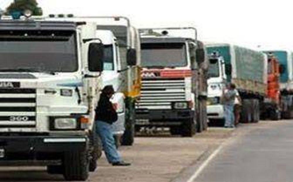 Un grupo de camioneros reclaman mejoras laborales