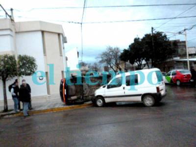 Espectacular choque en Rivadavia y Lagos