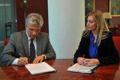 Poggi promulgó la ley para la gestión sustentable de residuos electrónicos