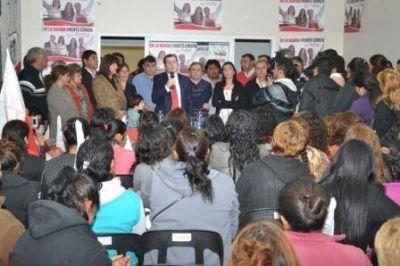 Acto del Frente Cívico en el Comité Departamental Banda UCR
