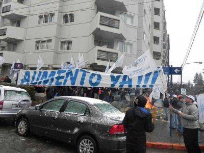Sindicato Gastronómico reclamó exigiendo el 35% de aumento para los trabajadores temporarios