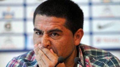 Riquelme firmó su contrato y el domingo será presentado