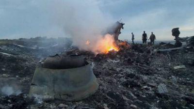 Crecen las teorías que apuntan a los prorrusos por el derribo del avión, pero hay muchas dudas