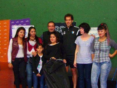 Luis Vivona encabez� un encuentro de Hockey Social en el CeNARD
