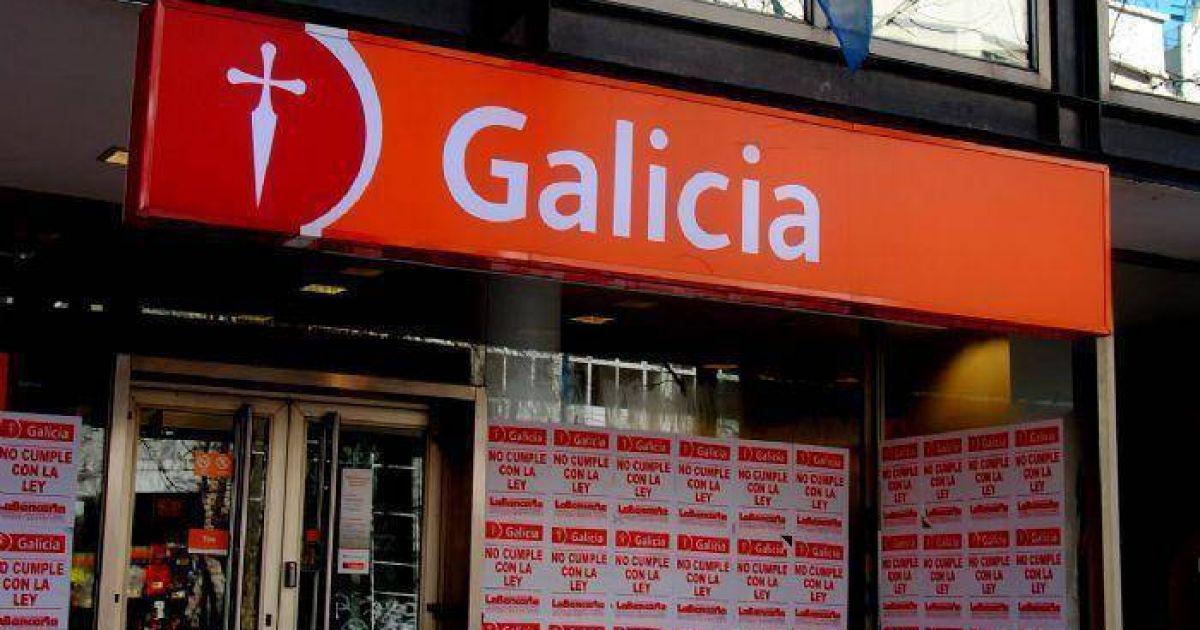 empapelan las sucursales del banco galicia y denuncian que
