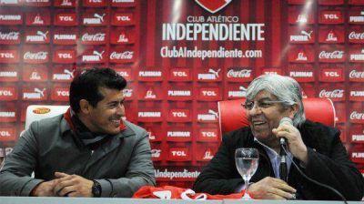 Sin tiempo para adaptarse, Almirón debutó en Independiente