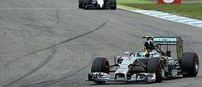 Rosberg lidera en Alemania