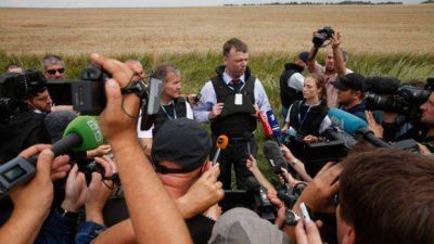 Rebeldes prorrusos permitieron acceso a la zona del avión caído, pero con limitaciones