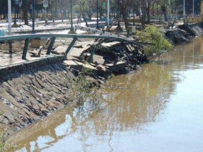 Por la creciente del río Uruguay cayó parte del paredón de la costanera de Paso de los Libres