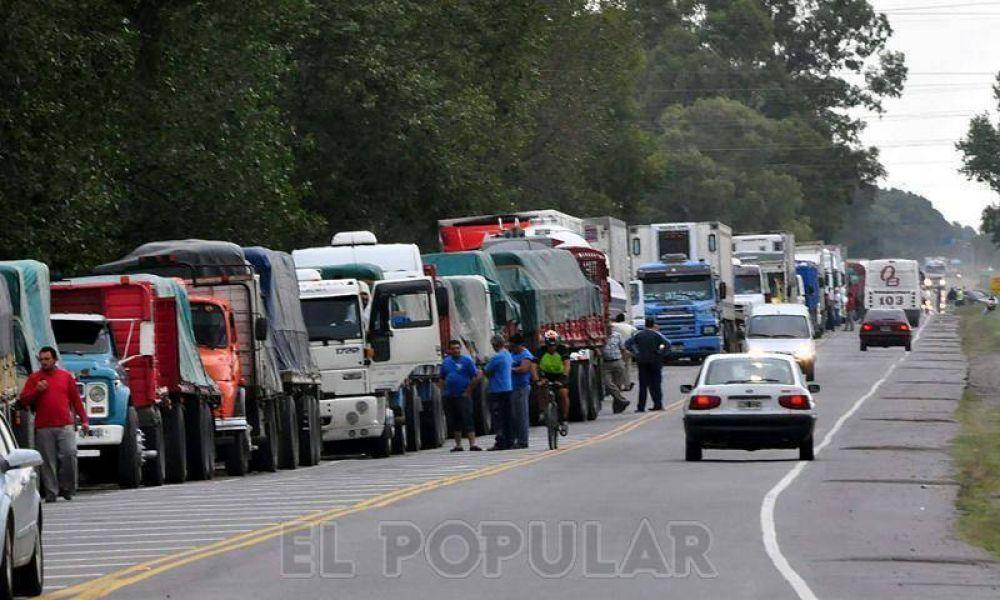 Levantaron el paro nacional de los transportistas de cereales