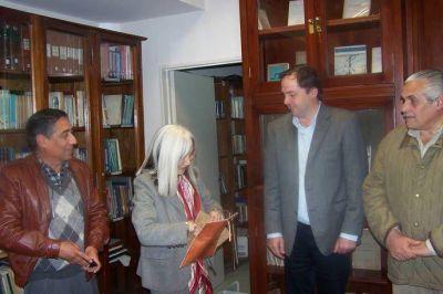 María Kodama visitó la Biblioteca del Senado junto al Vicegobernador Mera
