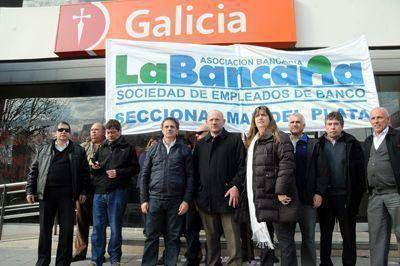 Denuncian al banco Galicia por no cumplir con un pago de adicionales