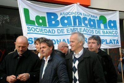 José Lupiano encabezó ruidosa protesta de trabajadores en el Banco Galicia