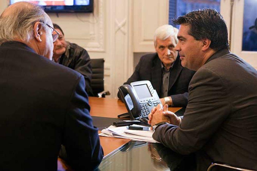 Capitanich y Tomada se reunieron con la CGT en la Casa Rosada