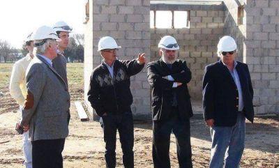 Ferrán visitó la obra en construcción de la fábrica de silobolsas de la ACA