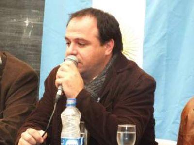 """Víctor Casanovas: """"La ciudad está hecha un basural"""""""