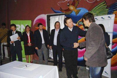 El Gobernador Weretilneck inauguró obra vial y de iluminación en Catriel
