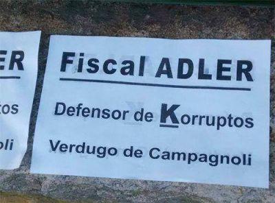 """El """"escrache"""" al fiscal Adler llegó al Congreso de la Nación"""