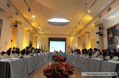 La Unasur discutió la situación económica regional y el avance del Banco del Sur en Buenos Aires