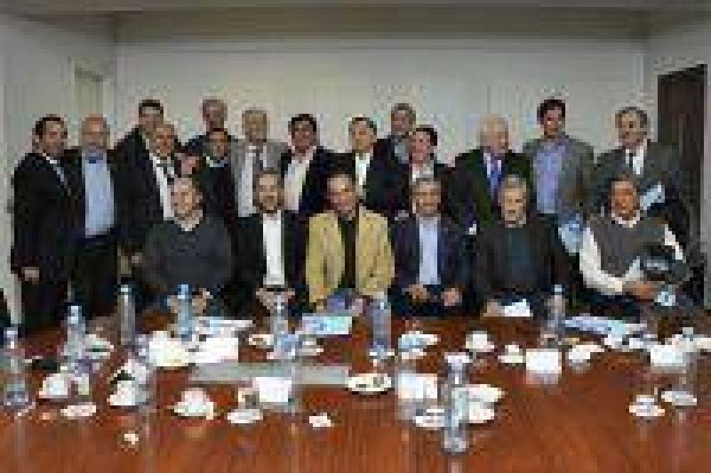El Ministro anunció a 16 intendentes de la 3ra Sección bonaerense la Segunda Etapa del Plan Más Cerca