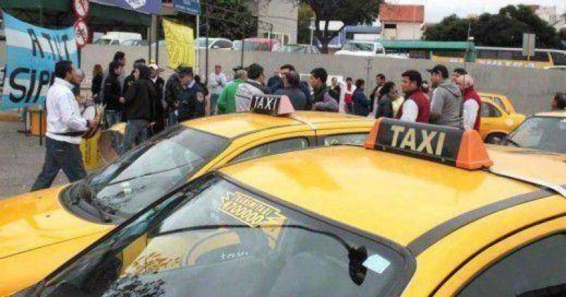 Peones de taxis, en pie de guerra contra la patronal y la unificaci�n