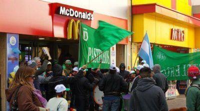 Pasteleros realizó una ruidosa protesta en McDonald's y Burger King